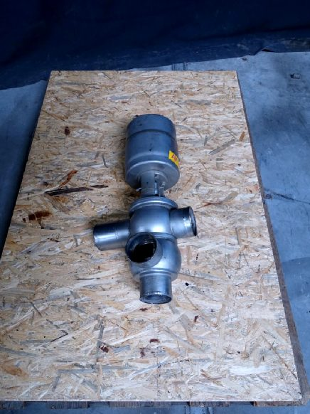 "APV Delta S24-3"" Valves and swingbend panels"